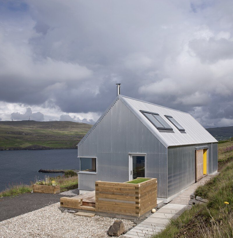 Tinhouse rural house on the isle of skye scotland for Home designs rural