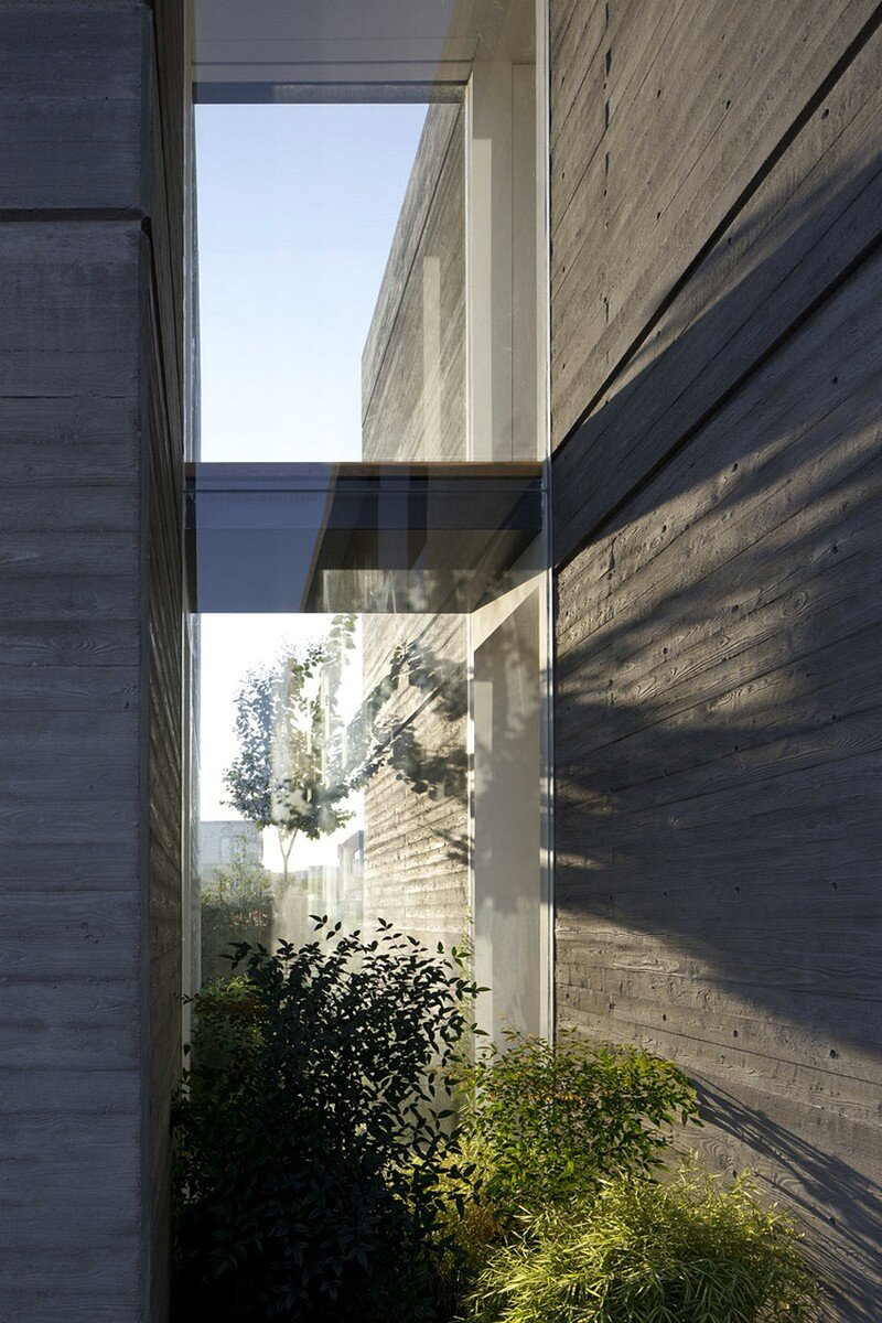 Modern Concrete House 16