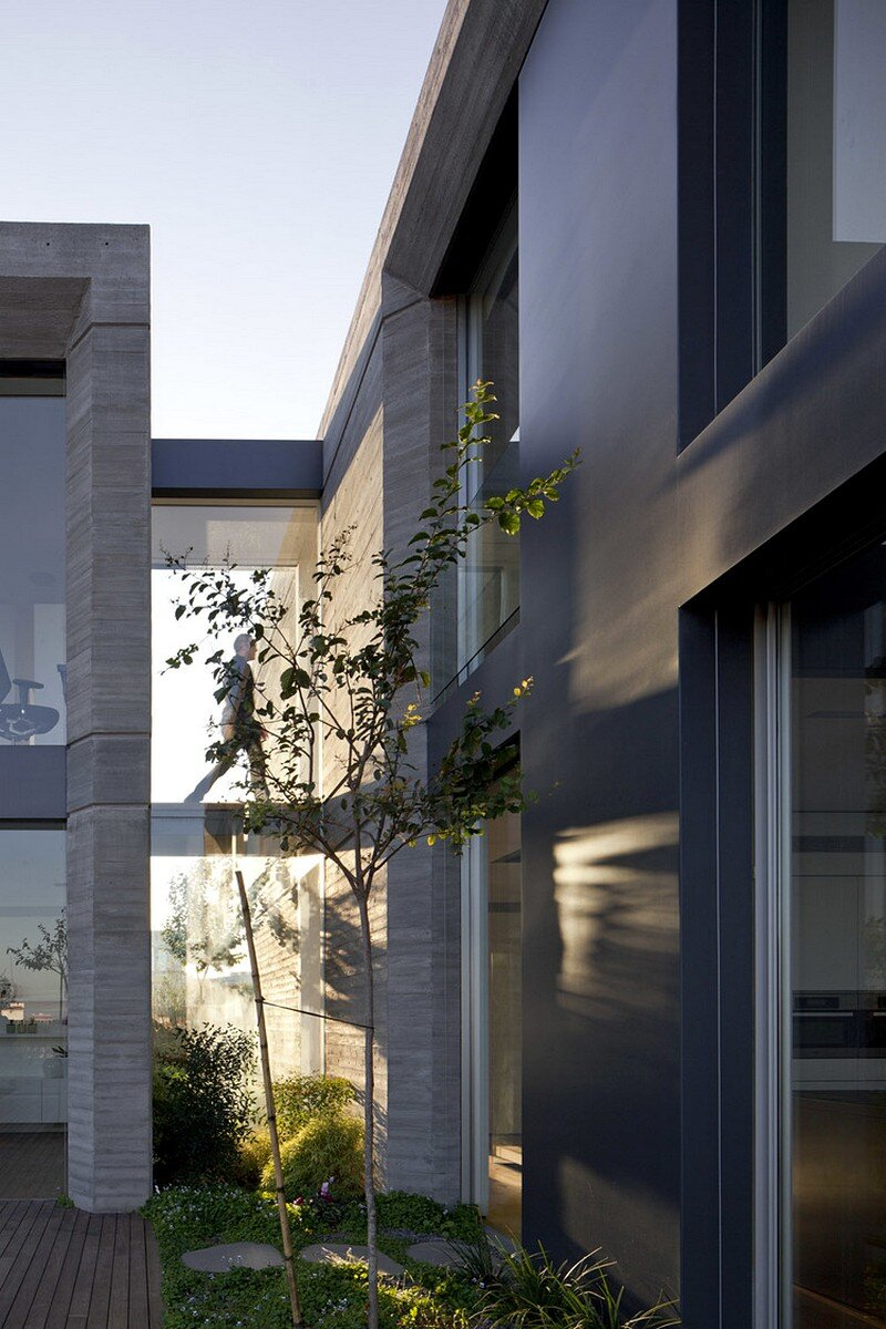 Modern Concrete House 5