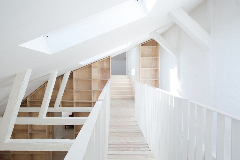 Studiomama Completes Renovation of Apartments in 1720s House 14