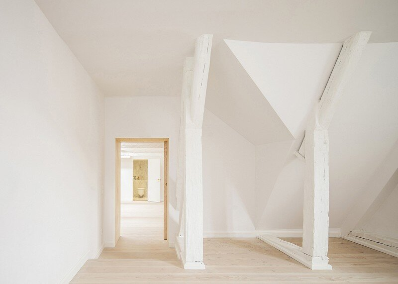 Studiomama Completes Renovation of Apartments in 1720s House 8