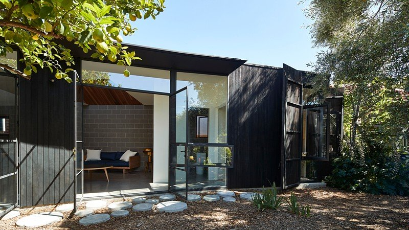 Timber Garden Pavilion / Black Line One Architecture Studio
