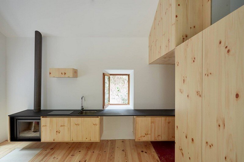 Watermill on The Crags of Saint Simon / Bruno Lucas Dias Architecture