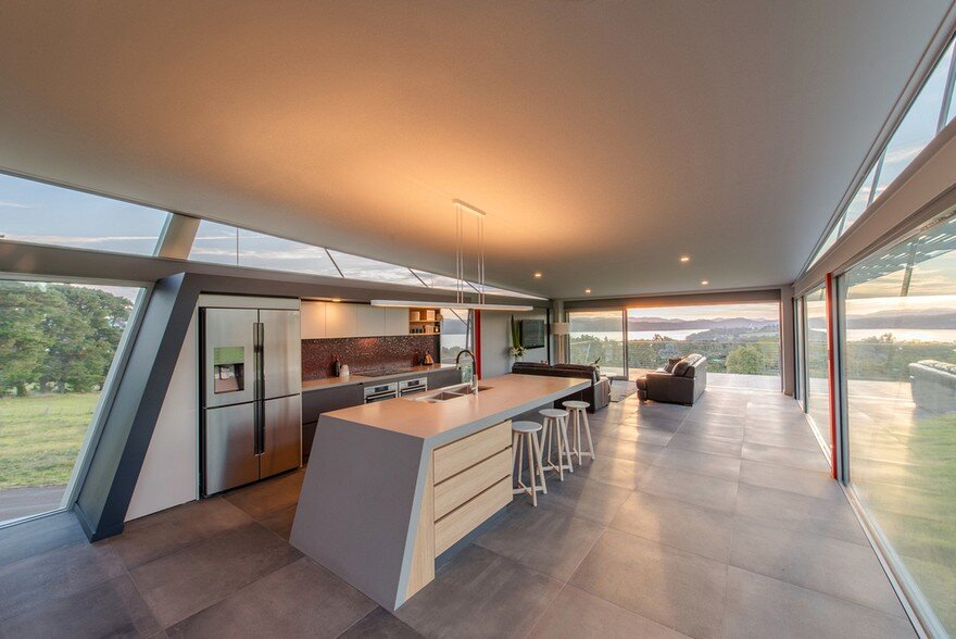 Batman Bridge House in Tasmania / Clever Design