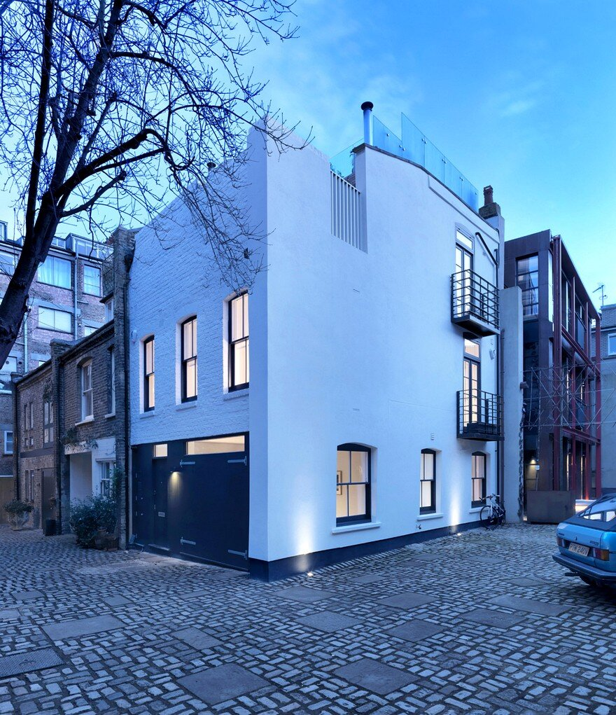 Black & White London Mews House 11