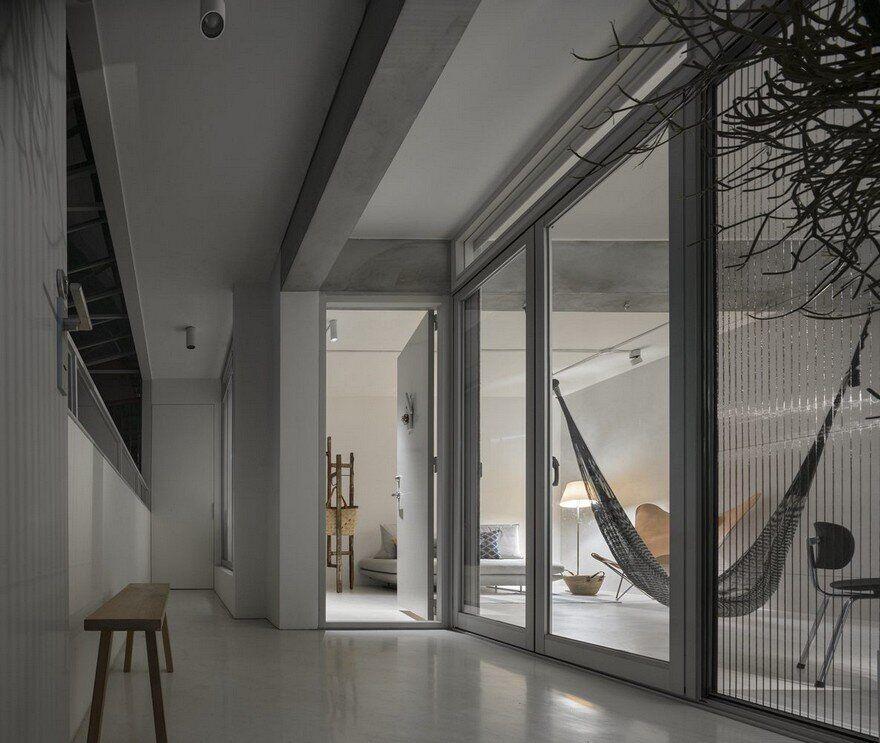 Backlight Apartment In Taipei / 2BOOKS Design