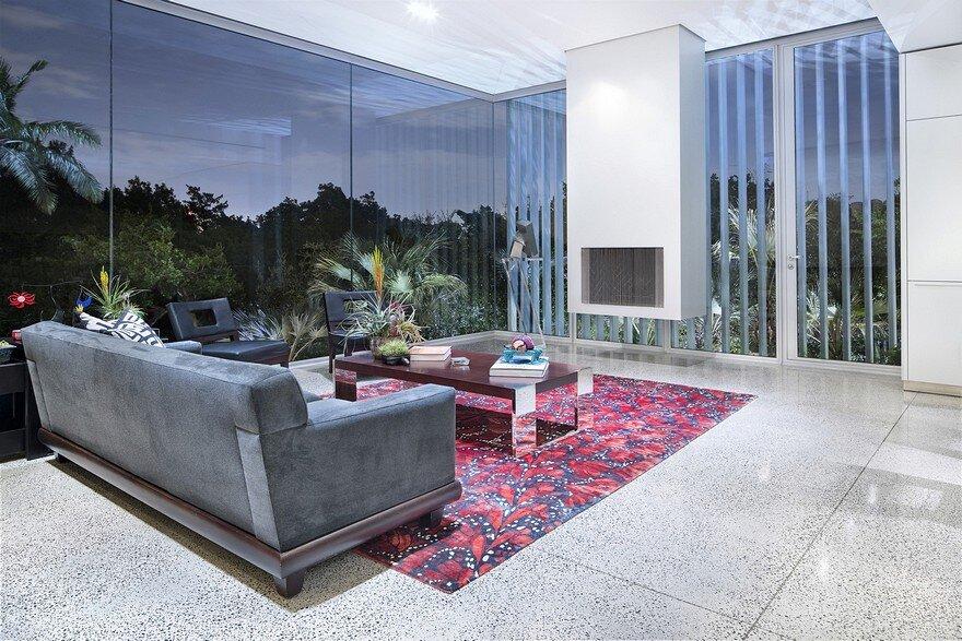 Vertical House in Dallas / Miro Rivera Architects