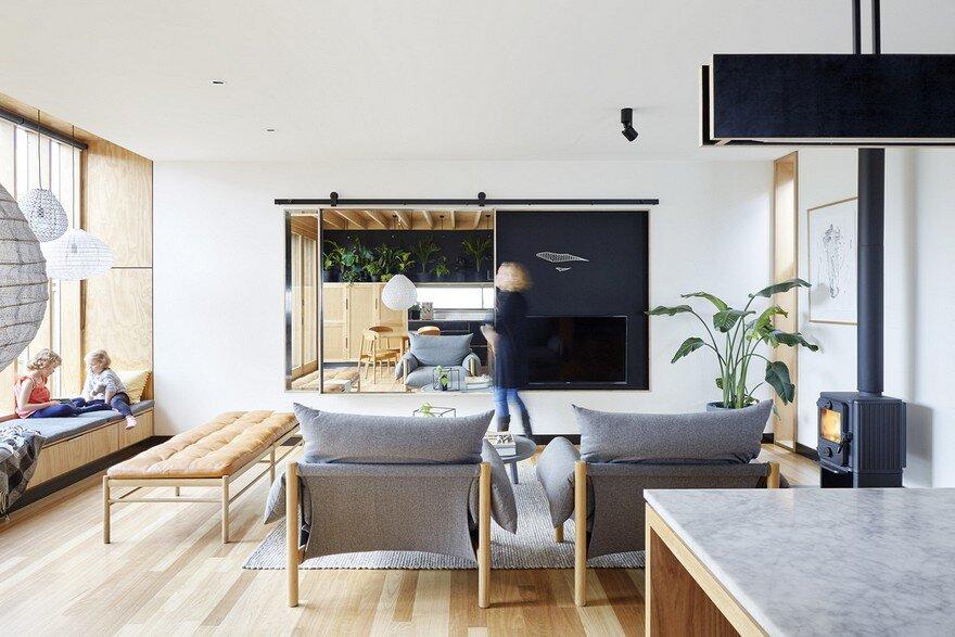 Wooden Box House / Moloney Architects