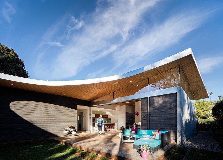 California Coastal Home With An Original And Bold