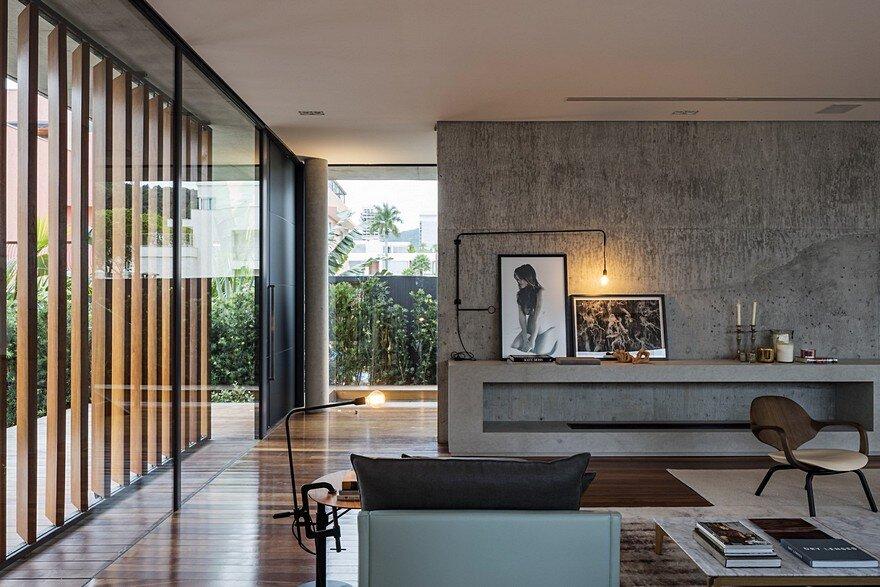 Bravos House / Jobim Carlevaro Arquitetos