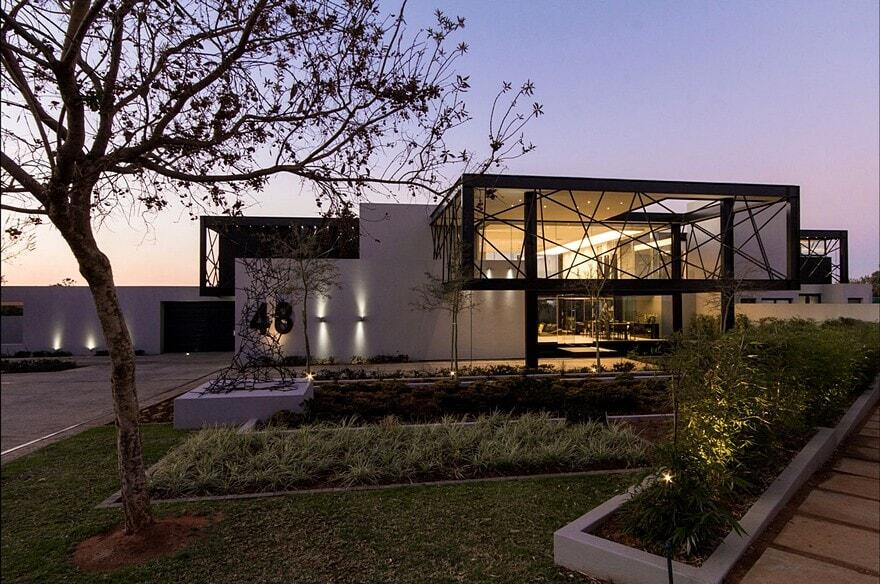 Contemporary glass house house ber by nico van der for Contemporary glass house