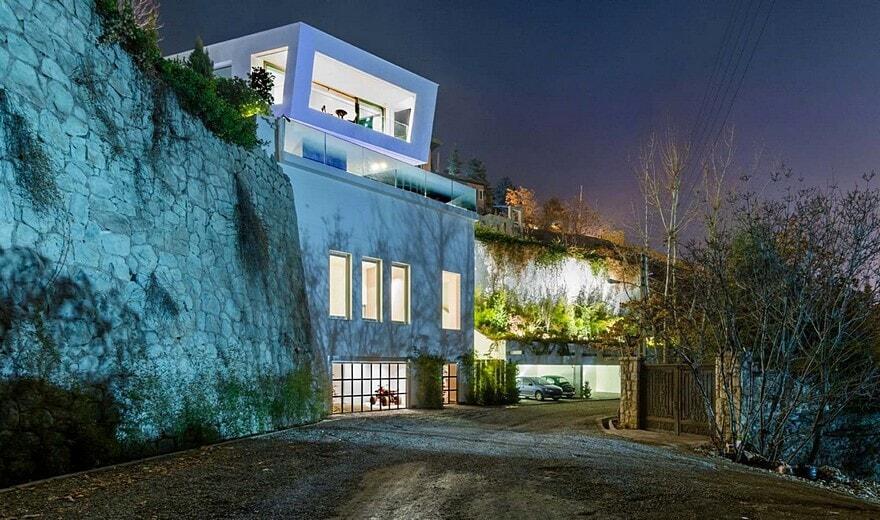 Lavasan Villa / Hariri & Hariri Architecture