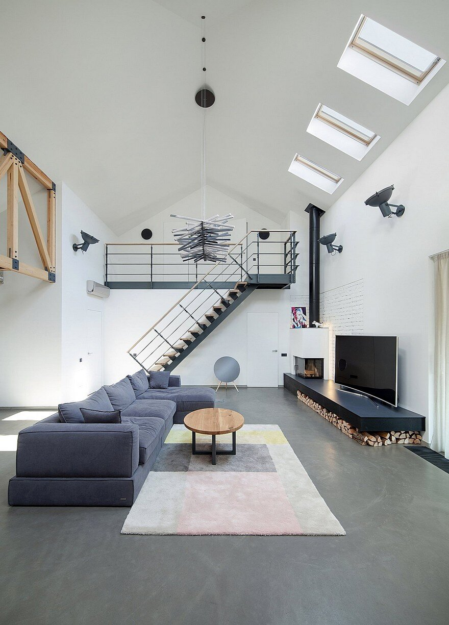 Old Suburban House Transformed Into Contemporary Home / TSEH ...
