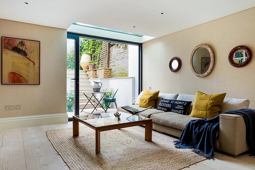 Blue House: London Georgian House Features an Eclectic Mix of Old and New