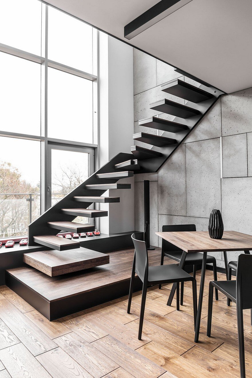 Instantly captivating wood and graphite apartment in for Escaleras metalicas homecenter