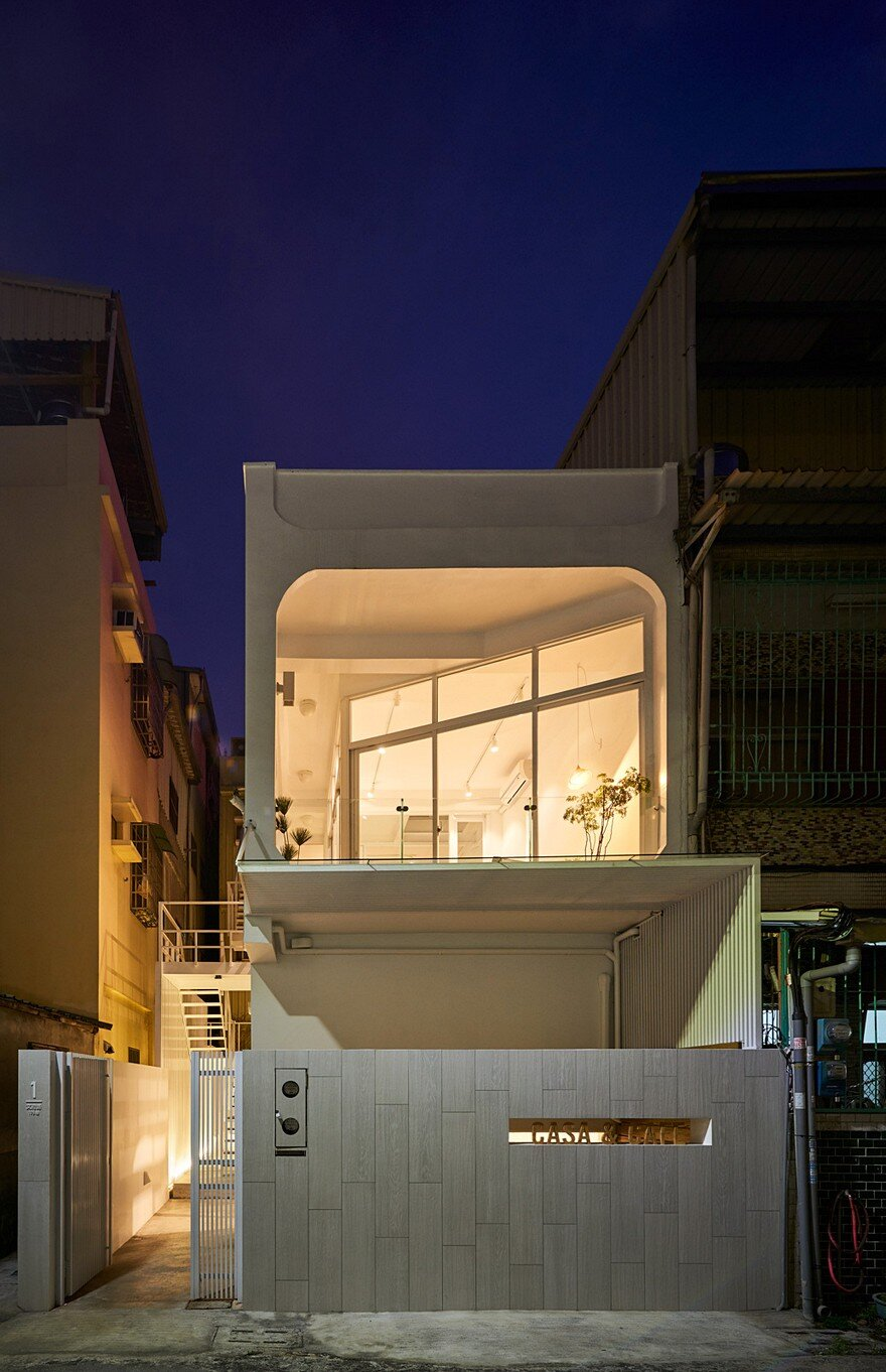 Light Filled Courtyard House That Combines A Studio And