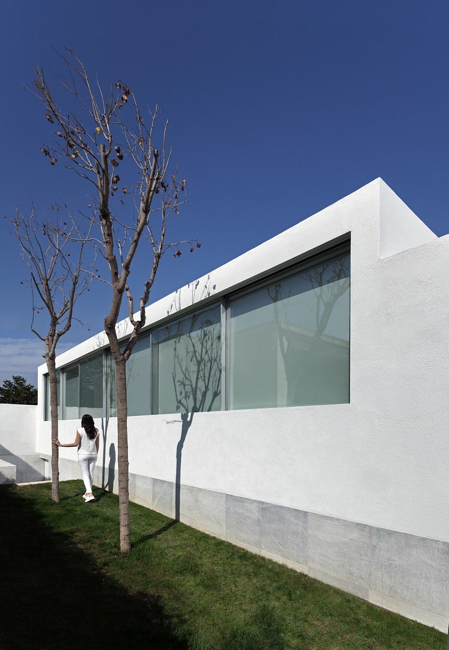 Minimalist Coastal House Inspired By The Old Architecture