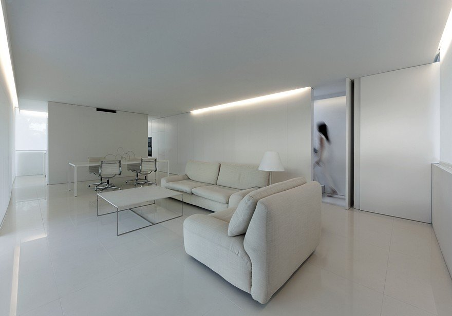 Minimalist Coastal House Inspired By The Old Architecture Of Spanish