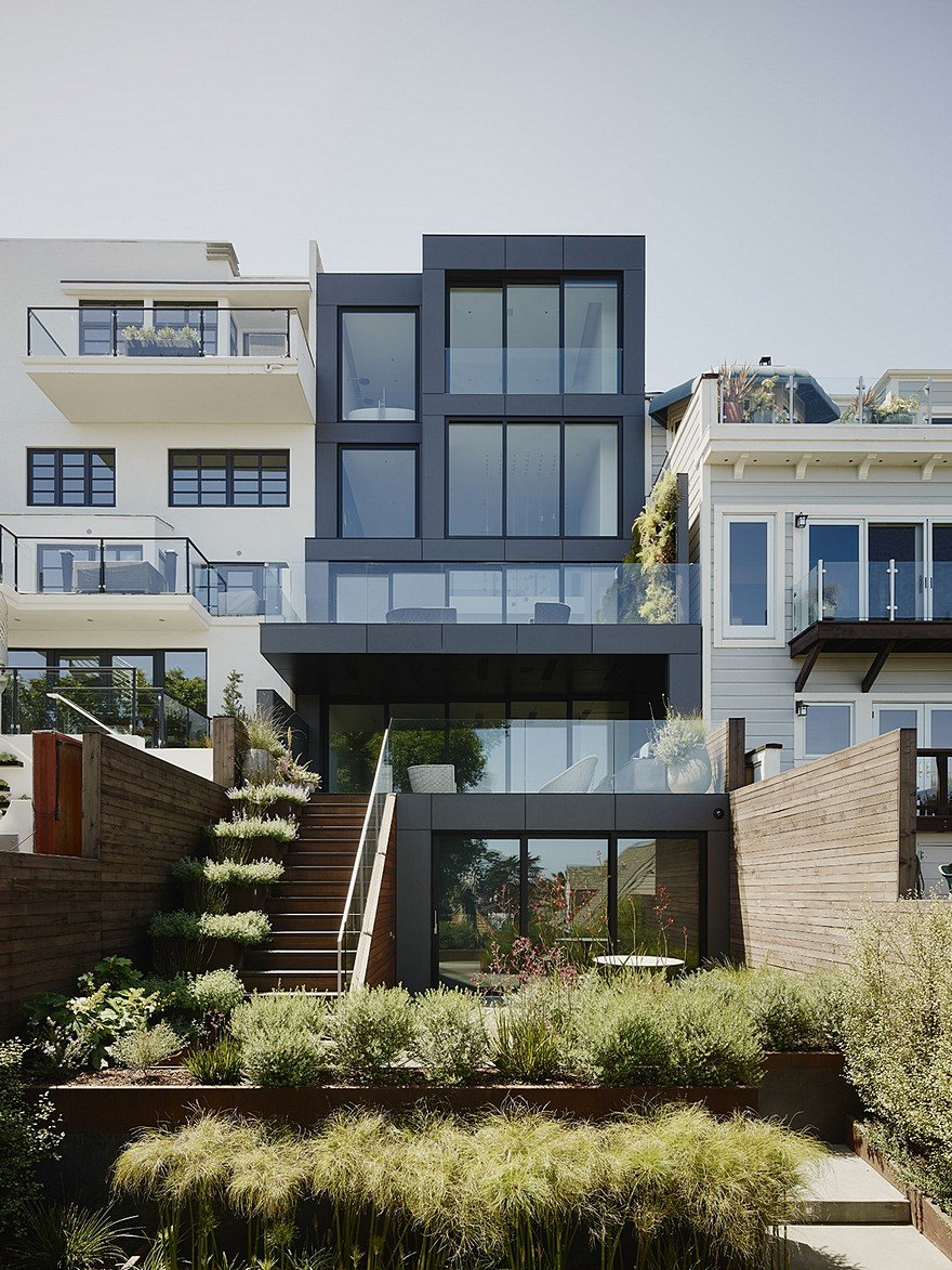 San francisco home with a minimalist white interior and a generous vertical space - Home decor san francisco image ...
