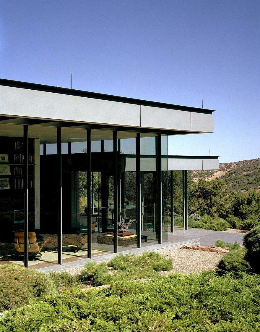 Santa fe house designed for living with a contemporary art for Santa fe home