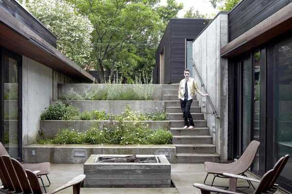 Shelton House Has a U-Shaped Plan and a Sunken Entry Courtyard