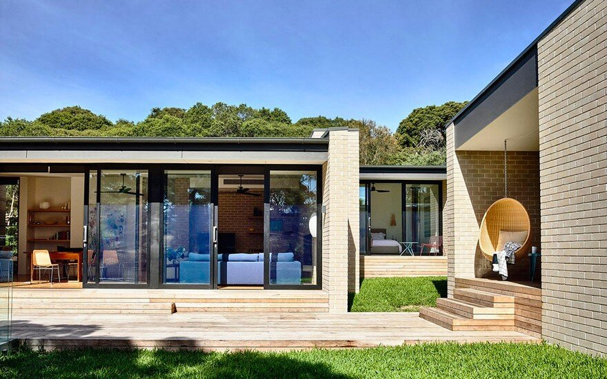 Coastal holiday house with a retro vibe at sorrento on for Holiday home designs victoria