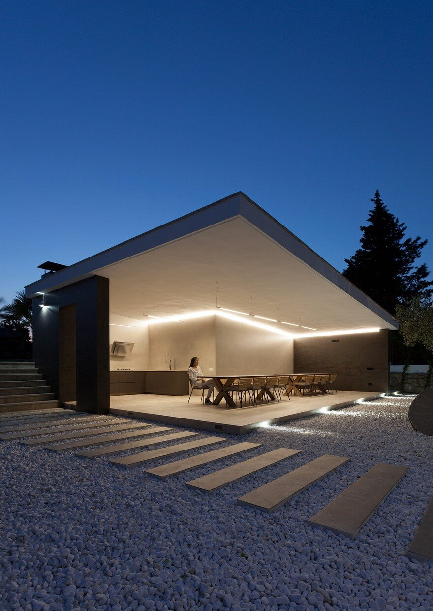 This Summer Pavilion Is Created Totally Open To The Garden