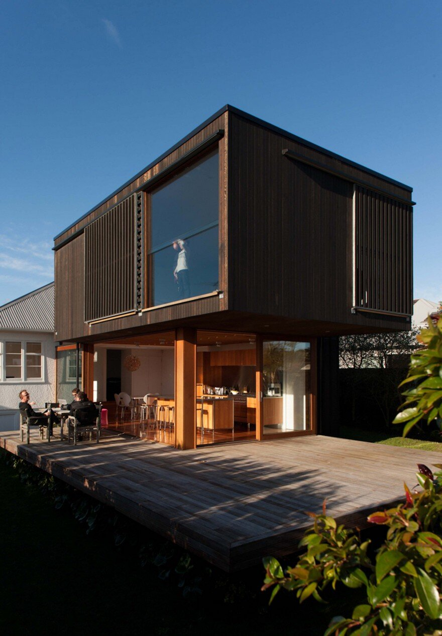 Contemporary extension and addition to a beach house in for Extension moderne