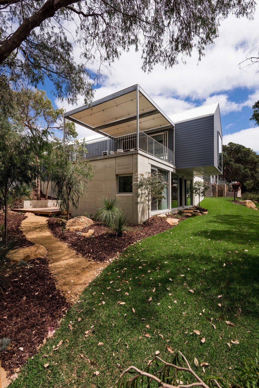 Family beach house in eagle bay western australia for Beach house designs western australia
