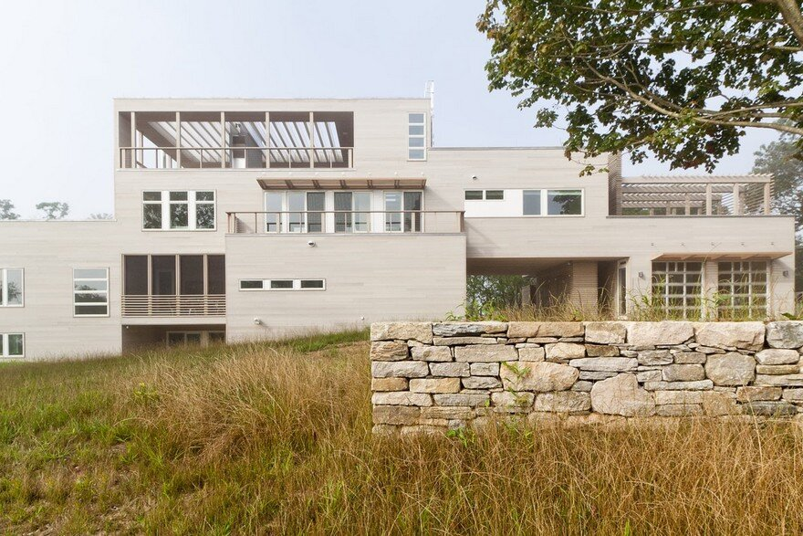 Fishers Island House is a Prefabricated Home Composed of Eight Lego-like Boxes