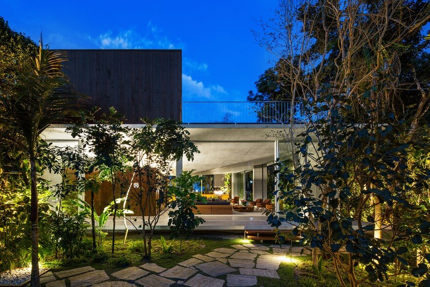 Itamambuca Beach House Surrounded By A Dense And Rich Rainforest Vegetation 16