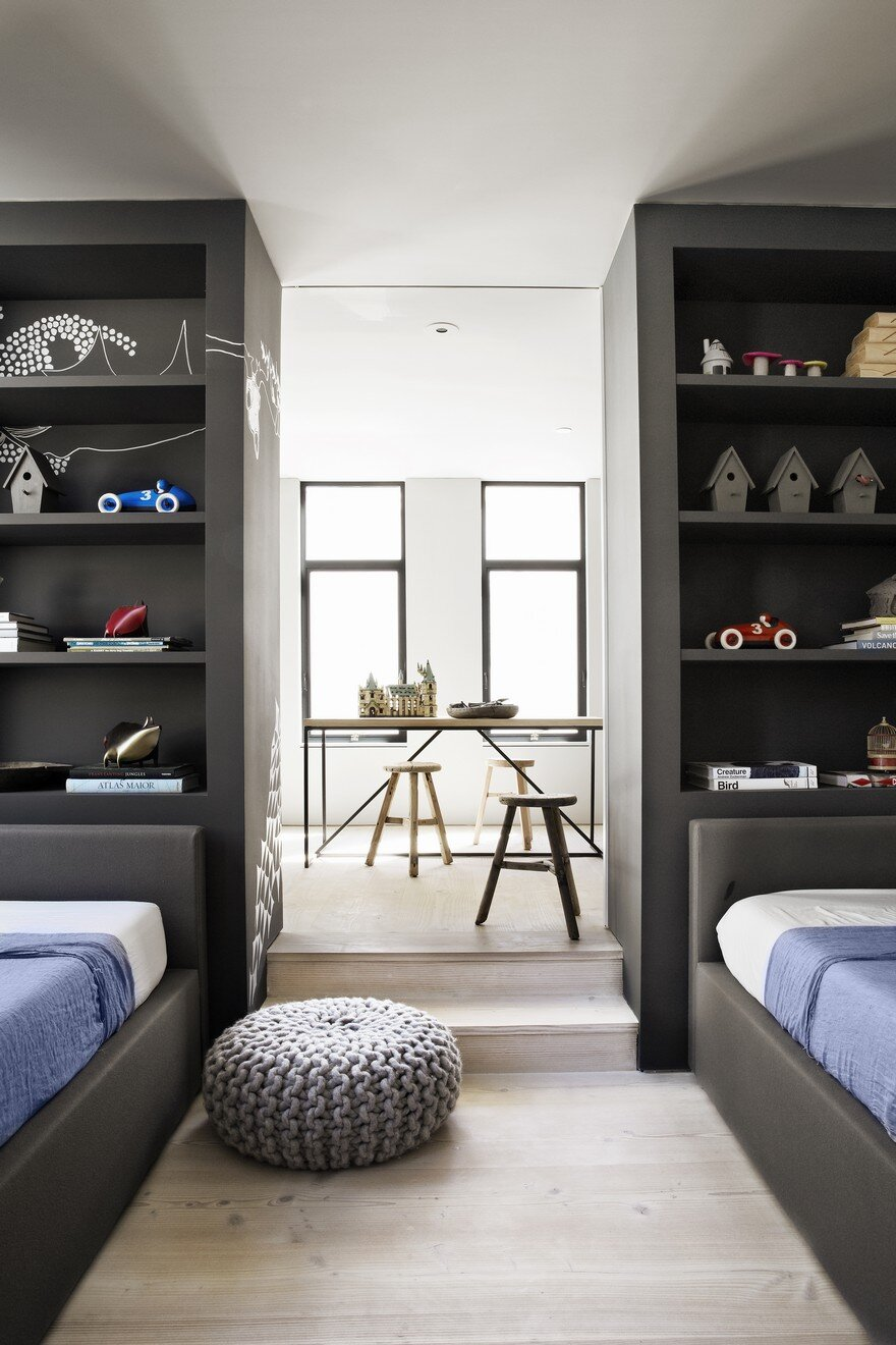 Manhattan Beach House Features Clean And Bright