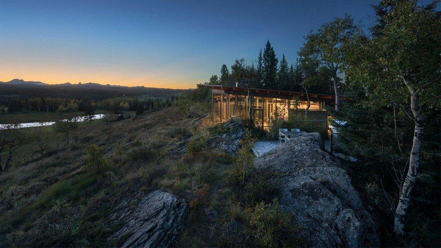 One Bedroom Cabin Nestled Between Two Massive Lichen