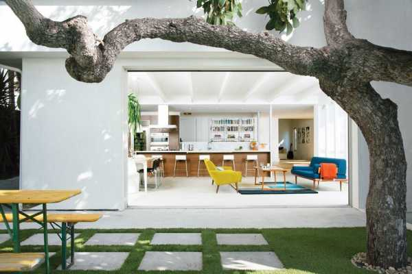 1920 S Stucco Bungalow Renovated For Two Actors In Los Angeles