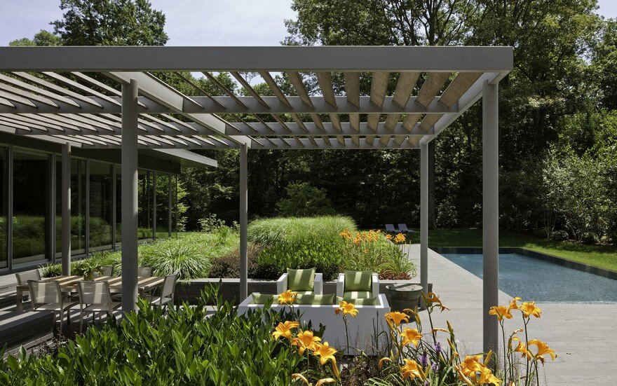 1950 Ranch House In New York Gets A Transparent Pavilion