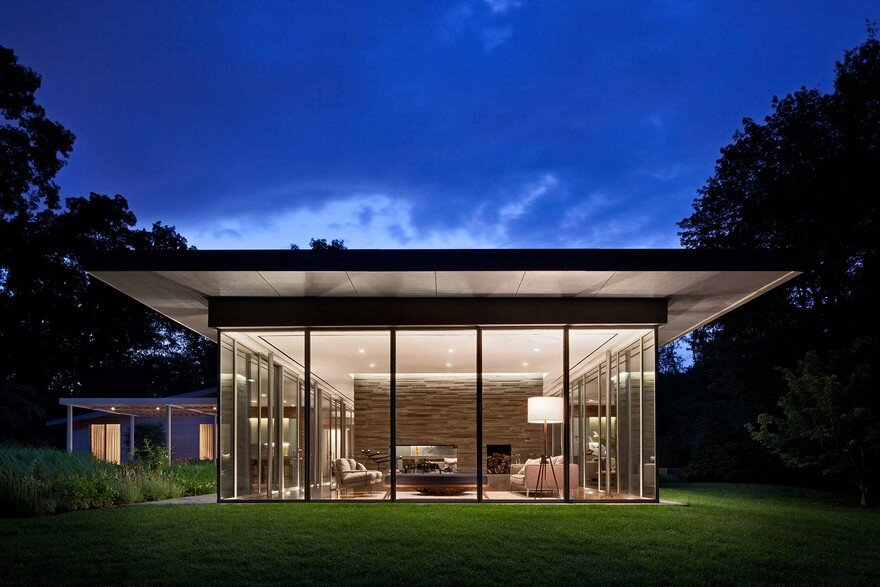 1950 Ranch House in New York Gets a Transparent Pavilion Extension