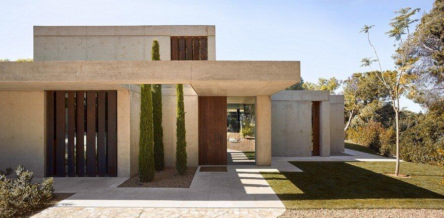 Pine forest house by ramon esteve studio for Arquitectura minimalista casas
