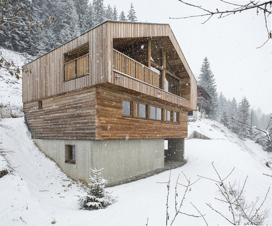This wooden mountain house features delightful mix of for Mountain architects
