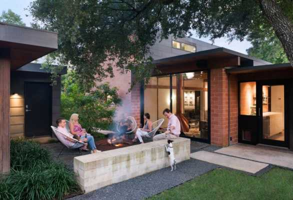 1954 One-Story House Renovated by Tobin Smith Architect in San Antonio, Texas