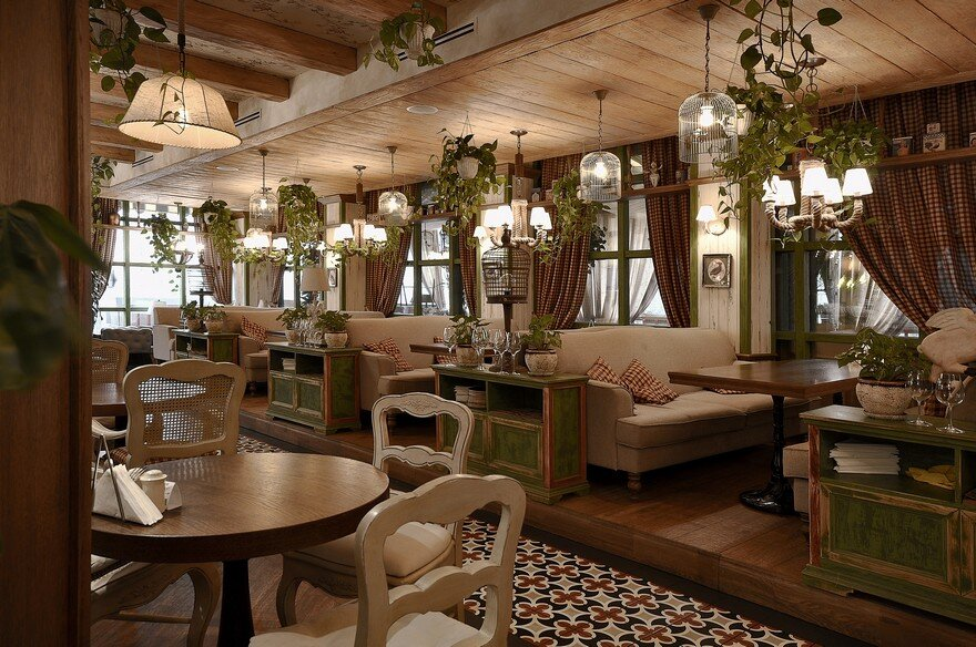 Family Italian Restaurant Chipolucho by ALLARTSDESIGN