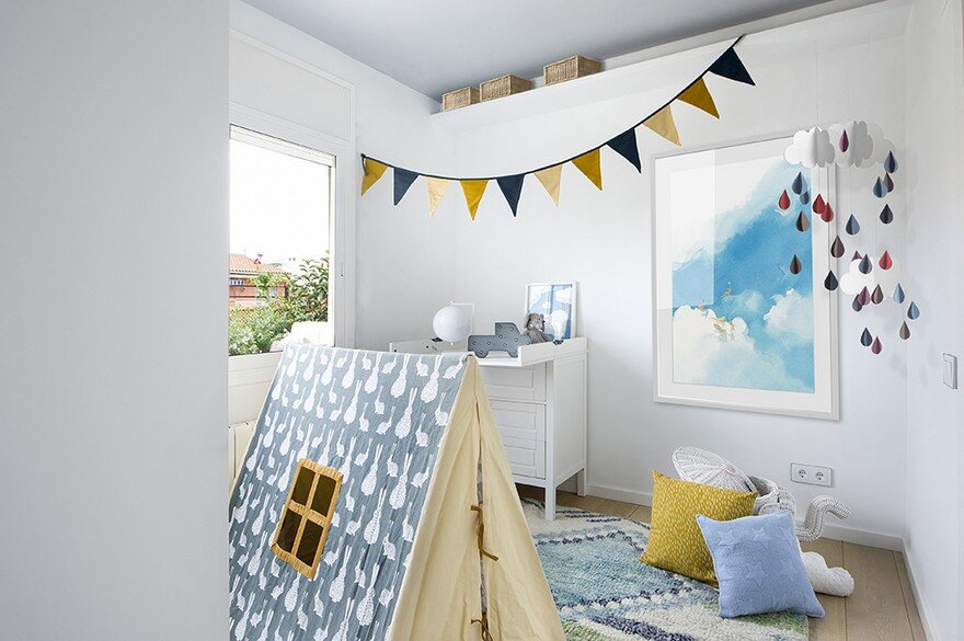 Family refuge in barcelona with a pleasing mixture of - Dormitorios infantiles barcelona ...