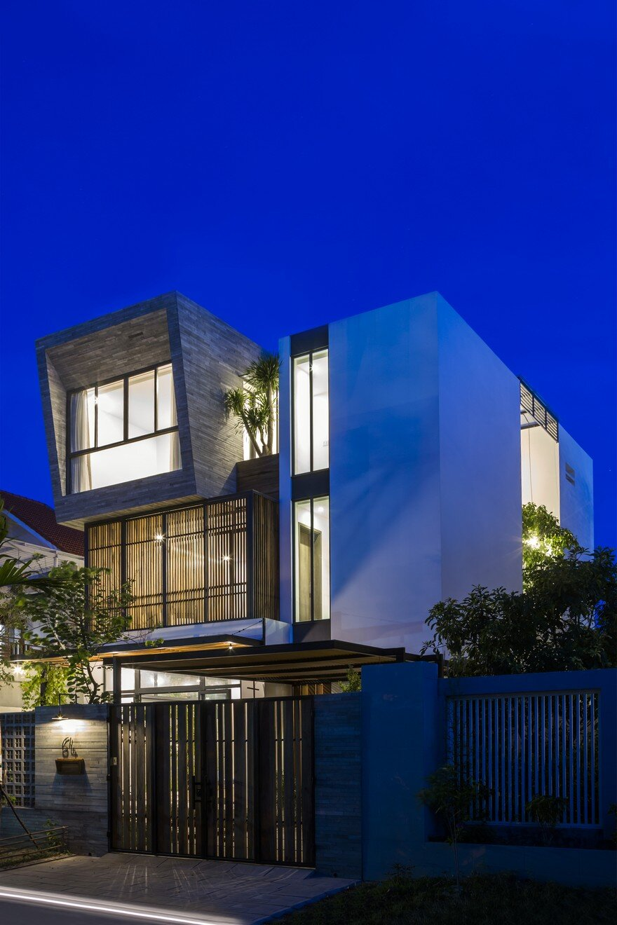 Modern Vertical Home Adapted To A Tropical Environment In