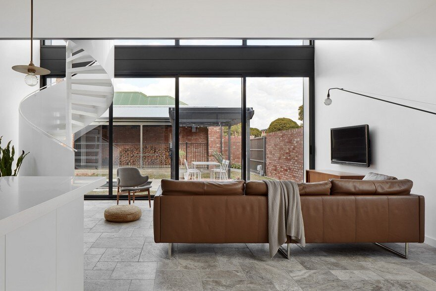 Modular Extension to an Old Brick House in Brunswick, Australia