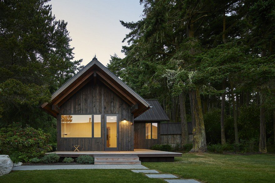 These Small Cabins Combines a Wilderness Retreat with the Comforts of Home