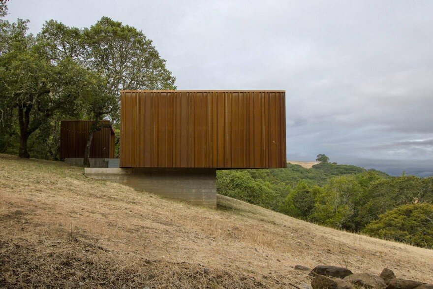 Sonoma weeHouse – Prefabricated House Consisting of Two Minimalist Open-Sided Boxes