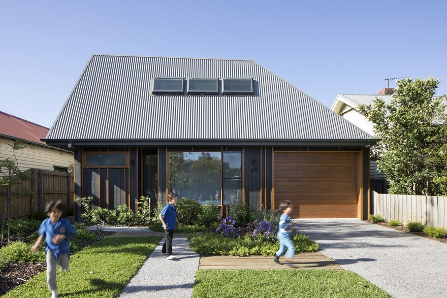 Thornbury House: Low Cost Family Home Set within a Quiet, Inner-Suburban Context