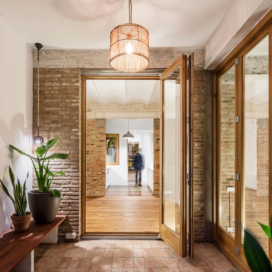 XX Century Patio-Apartment Refurbished and Adapted to Mediterranean Climate, Barcelona