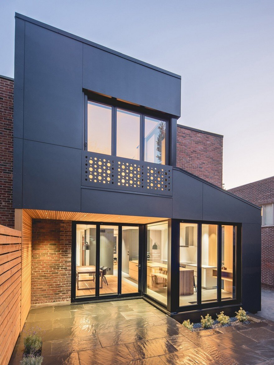 Black box house in montreal by natalie dionne architecture - Home decor subscription box ...