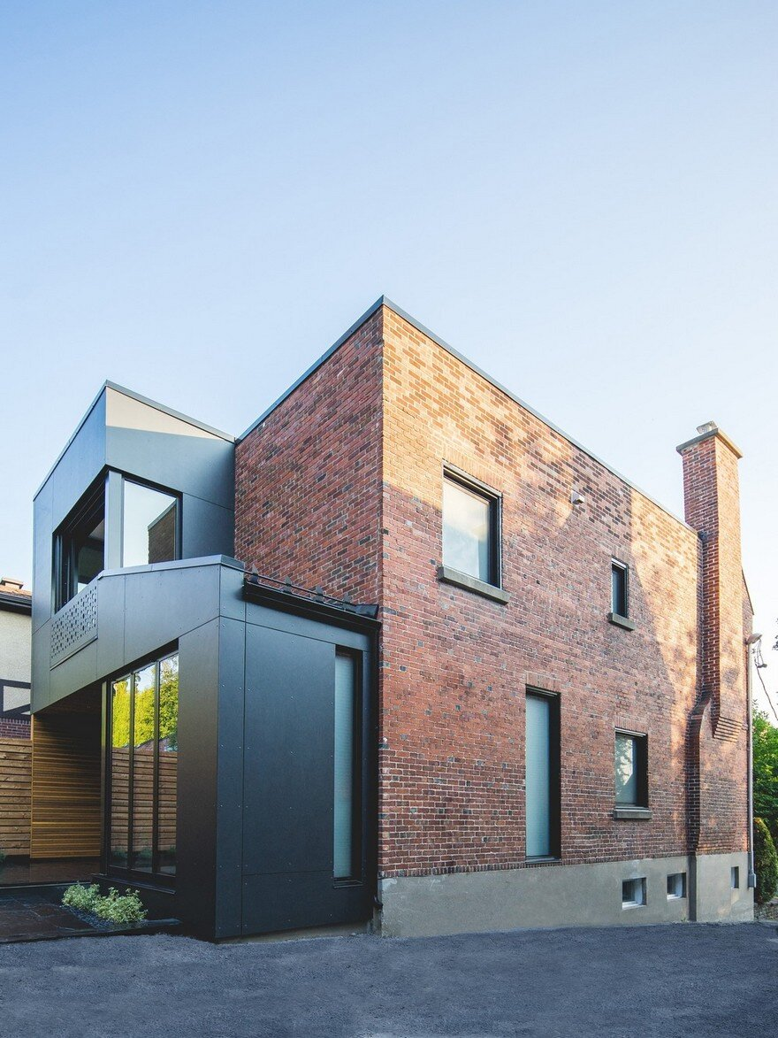 Black box house in montreal by natalie dionne architecture for Architectural design home additions