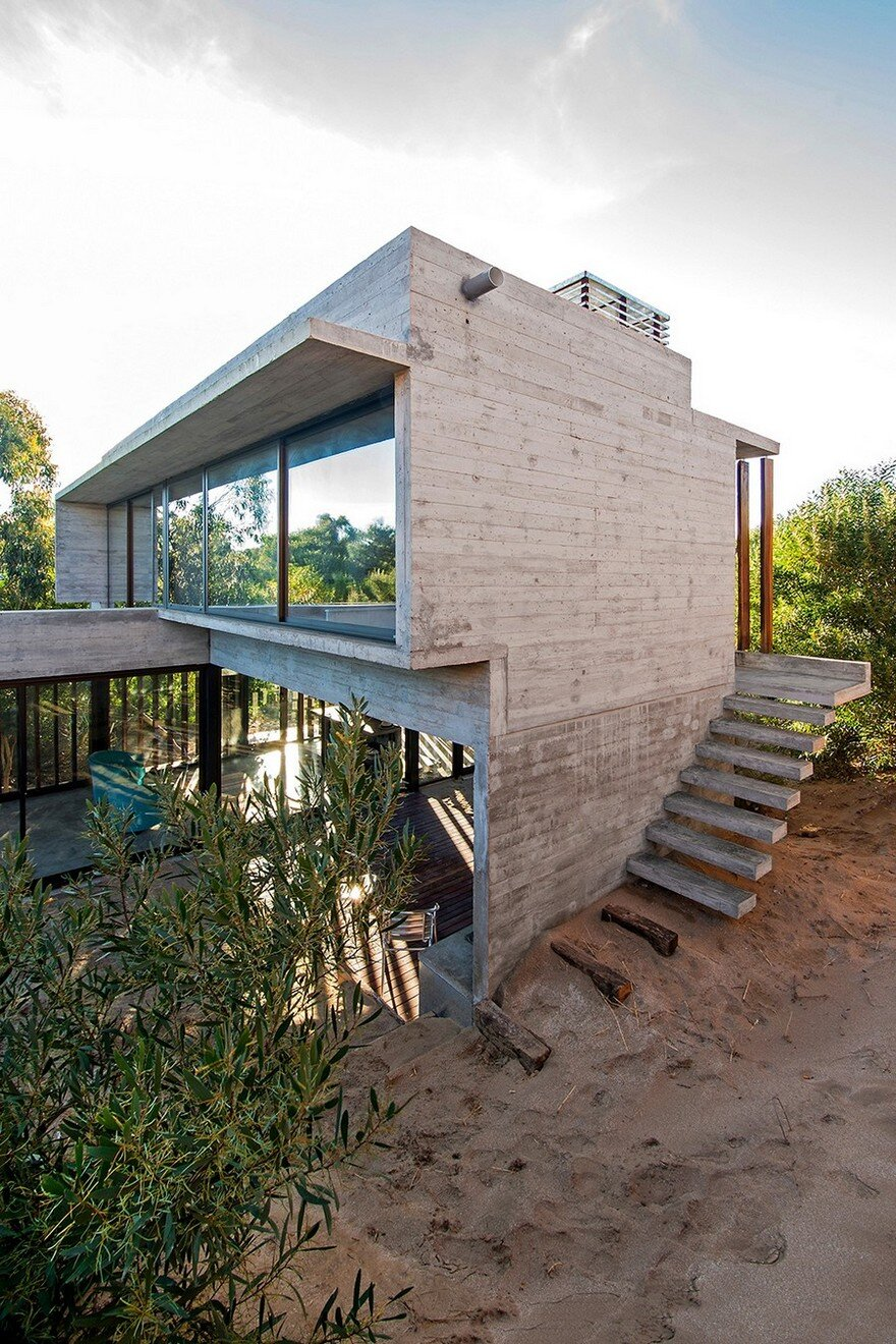 Concrete weekend retreat in buenos aires argentina for Concrete beach house plans